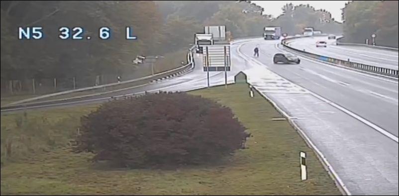 В Швейцарии машина сбегает от водителя