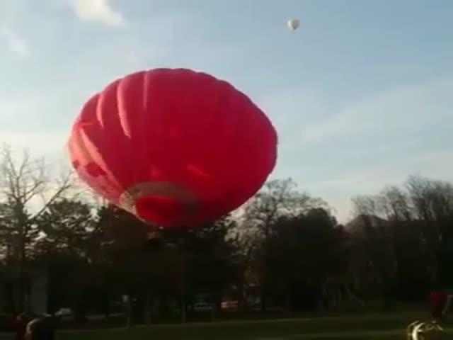 В Пятигорске воздушный шар понесло на деревья