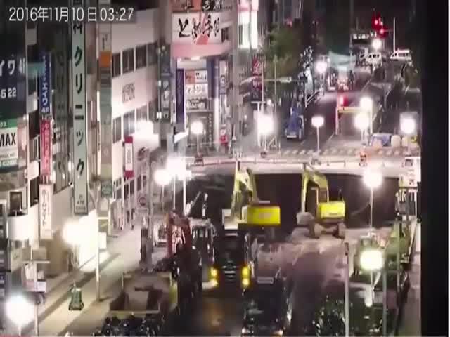 Как заделывали огромный провал в японском городе Фукуока