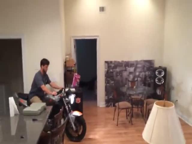 Не стоило кататься на мотоцикле в доме