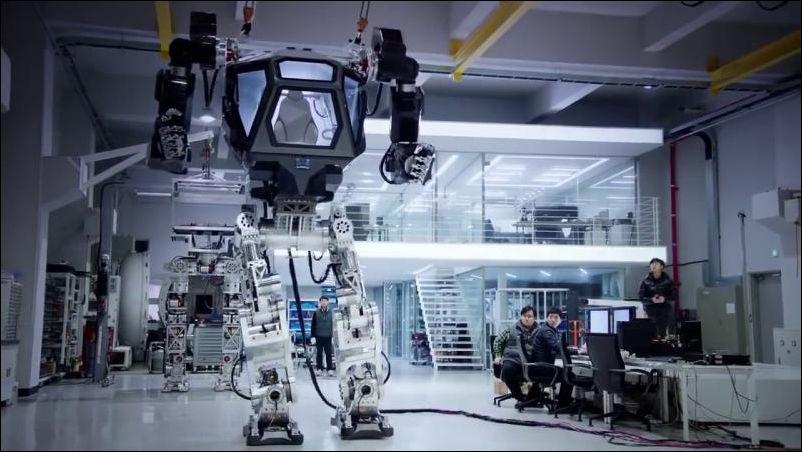 Огромный шагающий робот от корейской компании