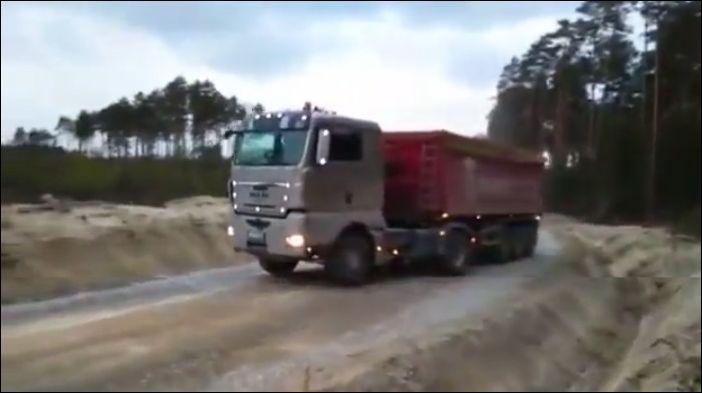 Как развернуть грузовик на узкой дороге