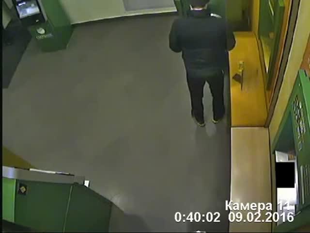 В Воронеже сломавшийся банкомат неожиданно выдал 82 тысячи рублей (4.955 MB)