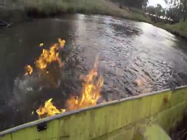 В Австралии горит река из-за выделения метана (4.640 MB)