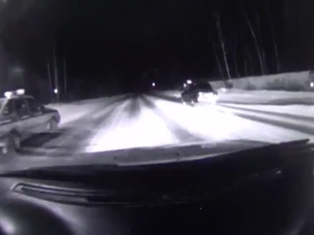 В Челябинской области пьяный водитель покатал сотрудника ДПС на капоте