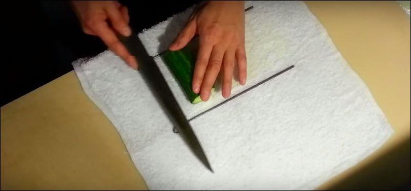 Как разрезать огурец в виде ленты