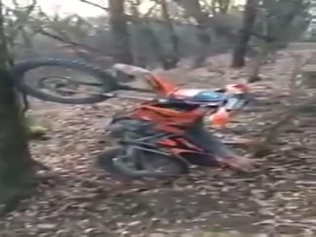 Байкер случайно запарковал свой мотоцикл