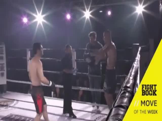 Боец вправил плечо своему сопернику во время поединка