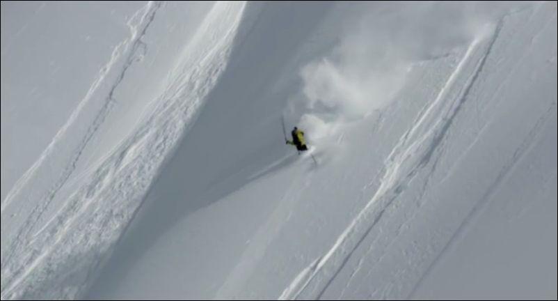 Не слишком удачный спуск с горы на лыжах