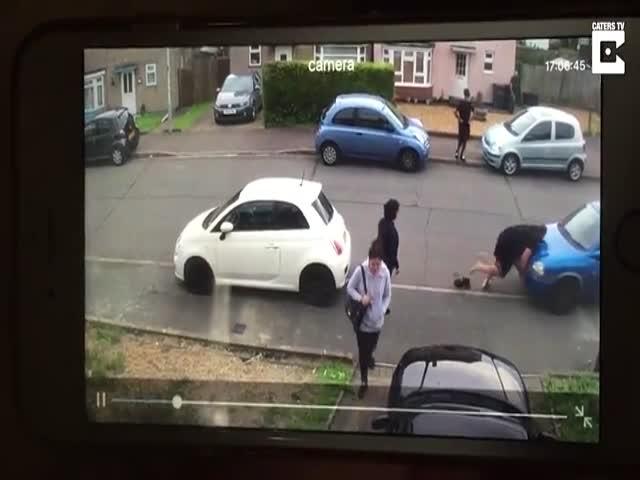В Британии силач сдвинул автомобиль, заблокировавший выезд его тете