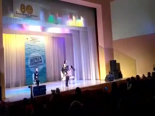 Необычный номер на конкурсе детских талантов в Таганроге