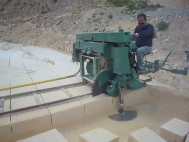 Как делают цельные каменные блоки