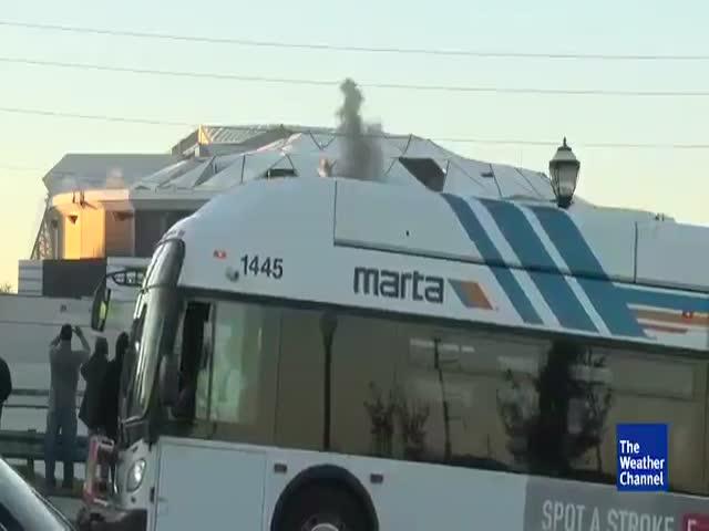 Фэйл во время съемки взрыва стадиона в Атланте