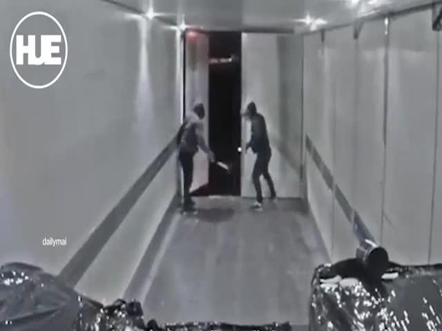 В Швеции преступники грабят фуры прямо во время движения