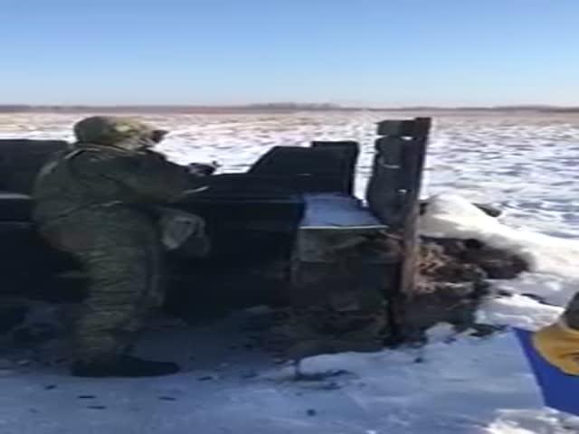 Командир ругается на подчиненного за неправильную стрельбу