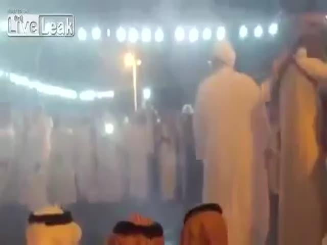 Фэйл во время танца с оружием в Саудовской Аравии