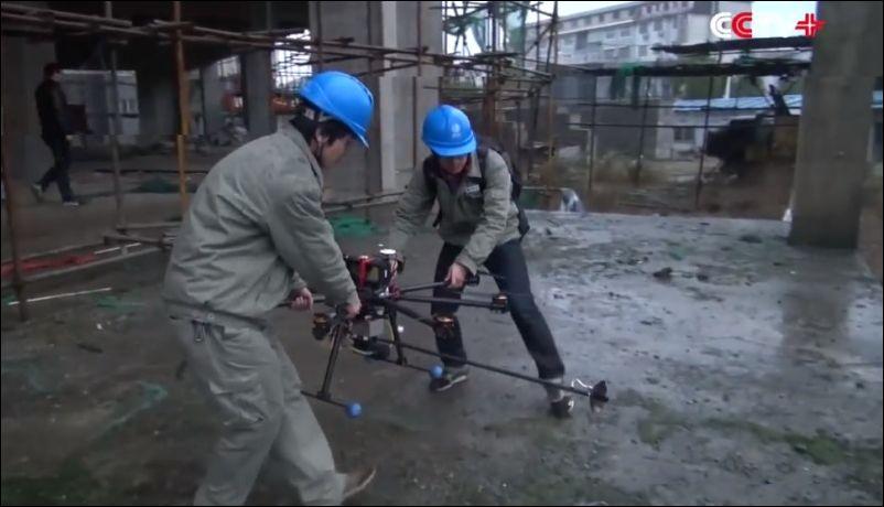 Дрон с огнеметом у китайских электриков