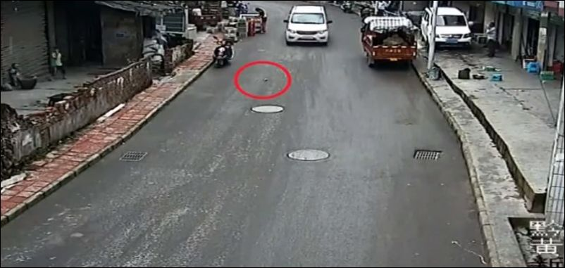 Об опасности посторонних предметов на дороге