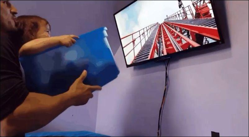 Папа создает виртуальную реальность