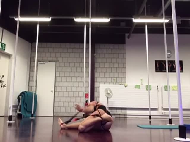 Девушка-гимнастка