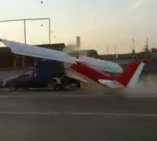 В Чечне самолет неудачно попытался взлететь с автомобильной дороги