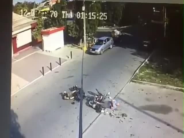 Два мотоциклиста столкнулись лоб в лоб
