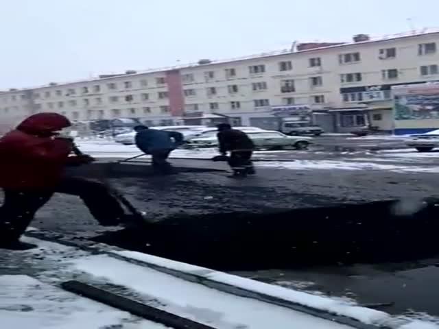 В Якутии сразу после первого снега стали укладывать асфальт