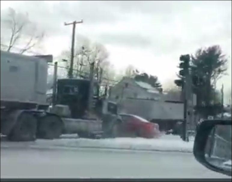 Не стоило подрезать огромный грузовик