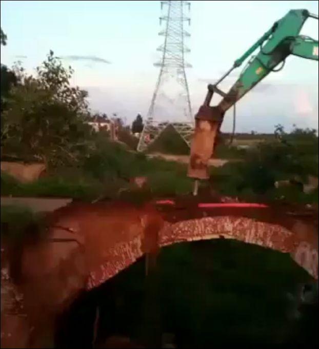 Разрушение старого моста пошло не по плану