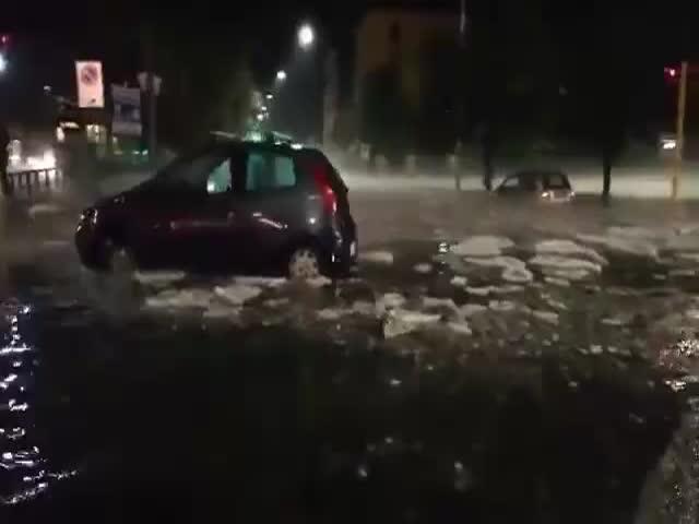 Рим после сильнейшего ливня и града