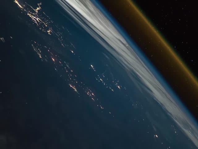 Вид из космоса на запуск российской ракеты-носителя Союз-ФГ