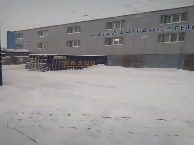 Как убирают снег в Магадане