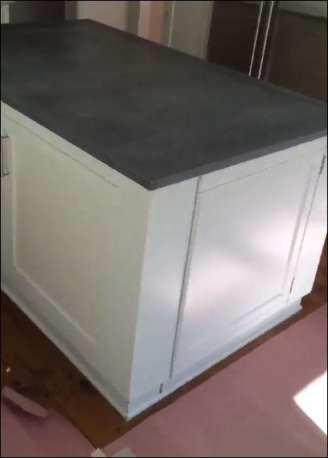 Вход в тайную комнату на кухне