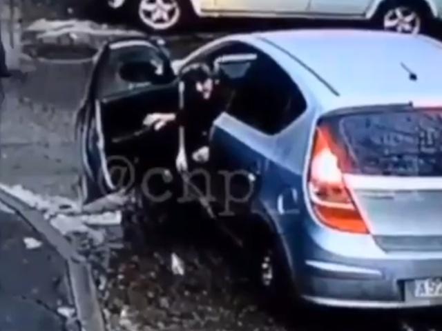В Краснодаре водитель успел украсть 11 люков перед тем, как был задержан