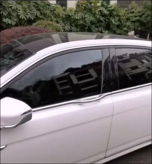 Автомобиль открывается с помощью пин-кода