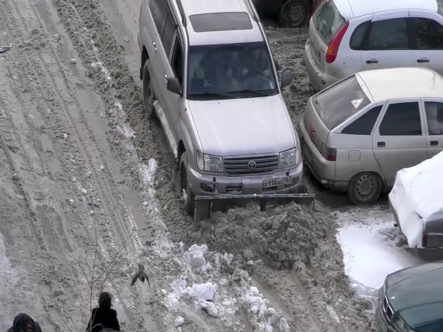 В Самаре водитель расчистил дорогу не дожидаясь коммунальщиков