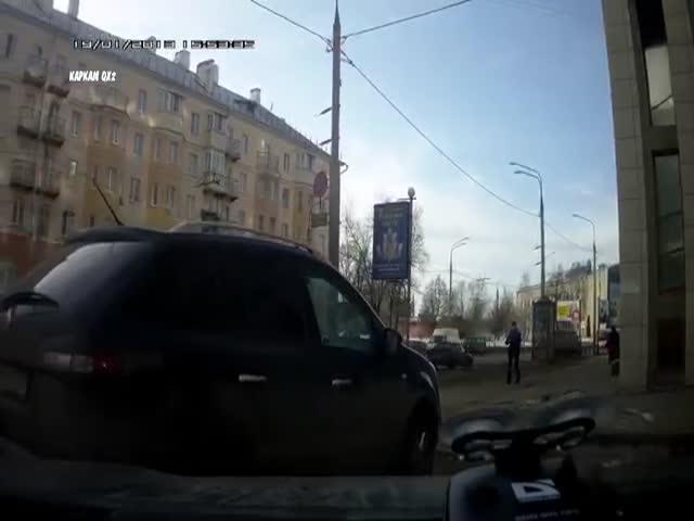Во Владимире агрессивный водитель успокоился лишь от перцового баллончика