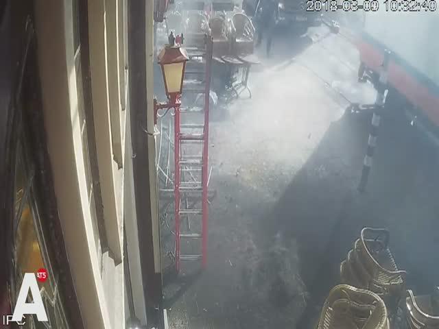 Эффектное замыкание проводки и возгорание в Амстердаме