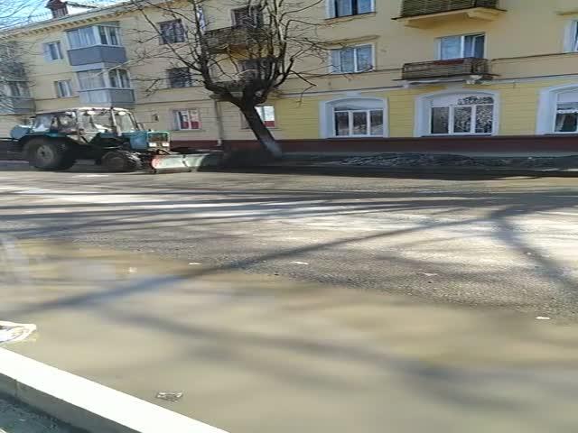 Как проходит весенняя уборка улиц в Брянске