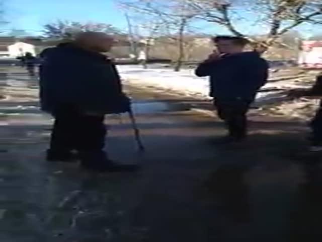 В Кировской области двое подростков избили мужчину с тростью