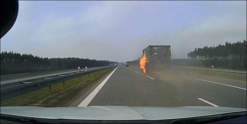 Неожиданное возгорание грузовика на трассе