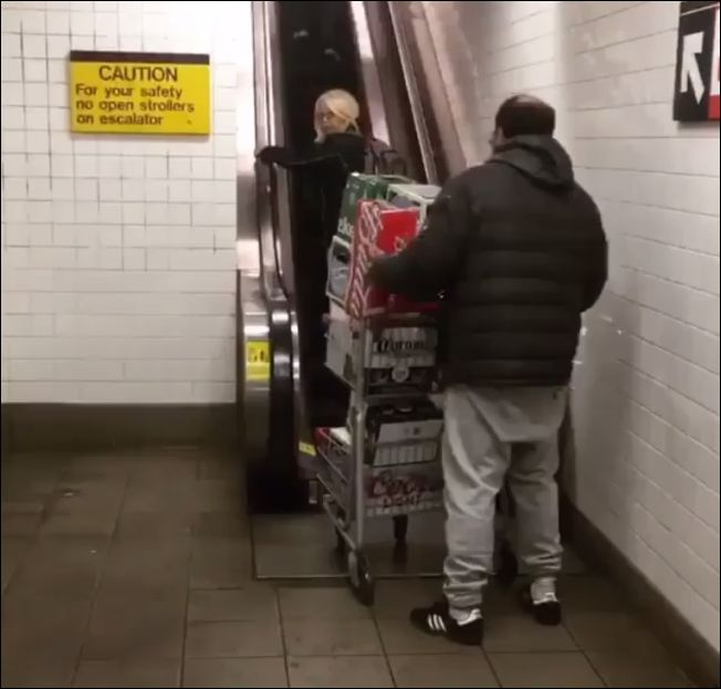 Неудачная идея проехать с тележкой пива по эскалатору