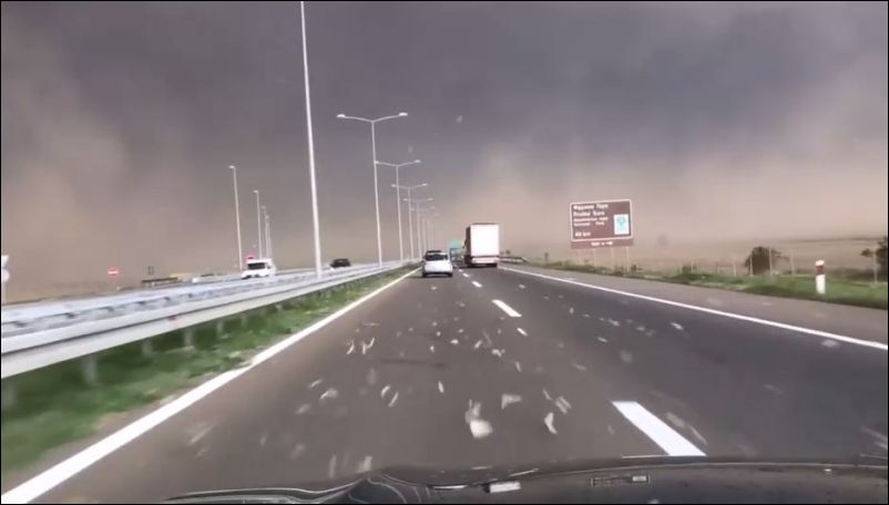 Внезапная непогода на дороге в Сербии