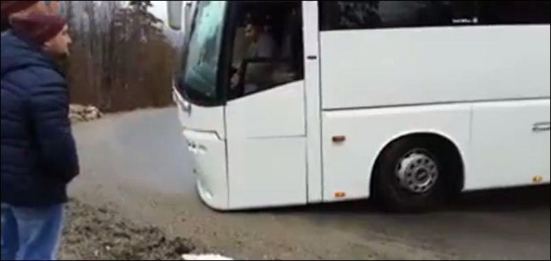Водитель автобуса перепутал заднюю передачу с первой