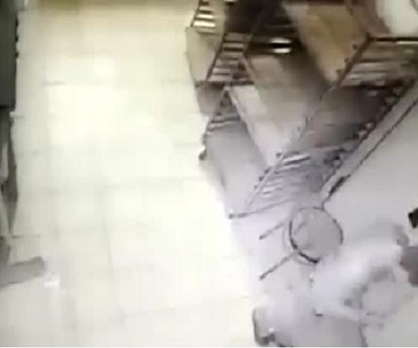 В Ростове-на-Дону парень залез в пекарню чтобы поесть слоек