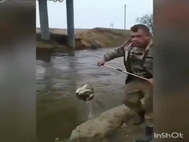 Не очень сложный способ рыбалки во время нереста рыбы в Астрахани