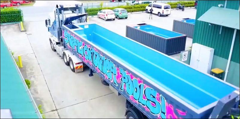 Передвижной бассейн в кузове грузовика