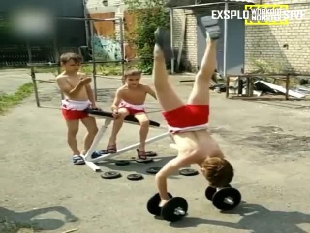 Как тренируются юные гимнасты