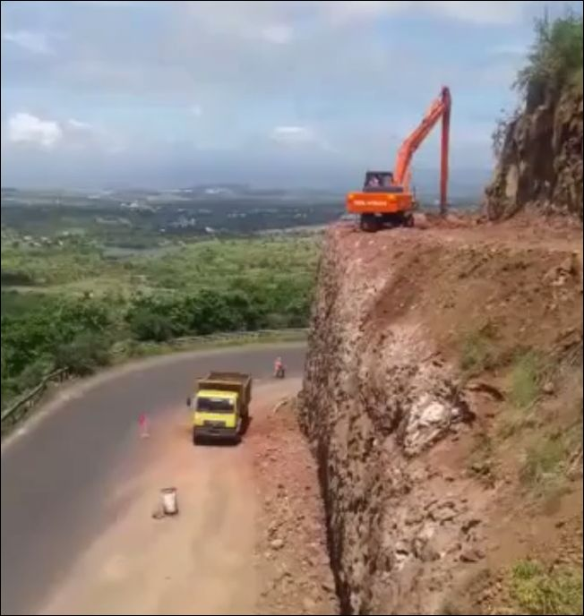 Очень рисковый экскаваторщик
