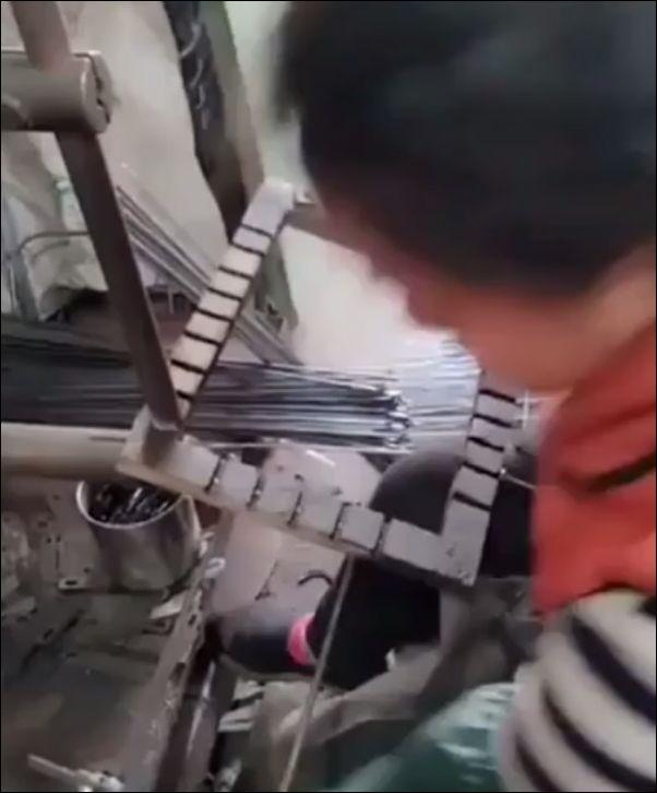 Как делают железные корзинки в Китае